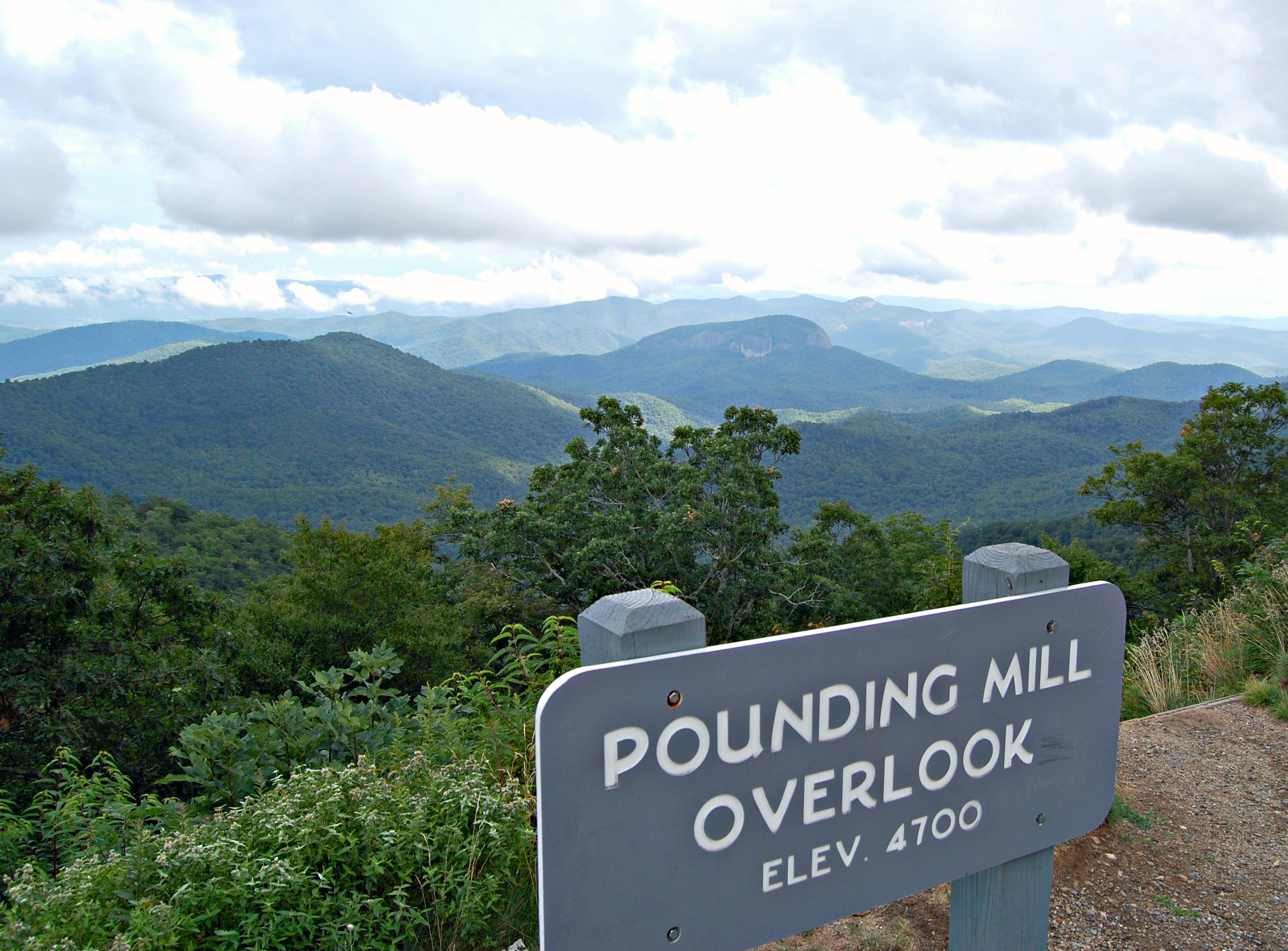 Pounding Mill Overlook, Blue Ridge Parkway | Rosé and Reservations
